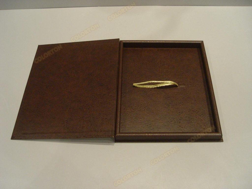 Изображение стандартной коробки коричневой раскрытой