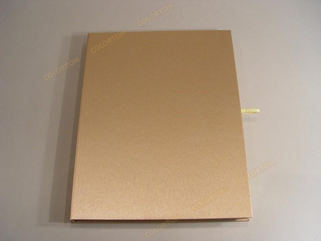 Изображение стандартной коробки золотистой