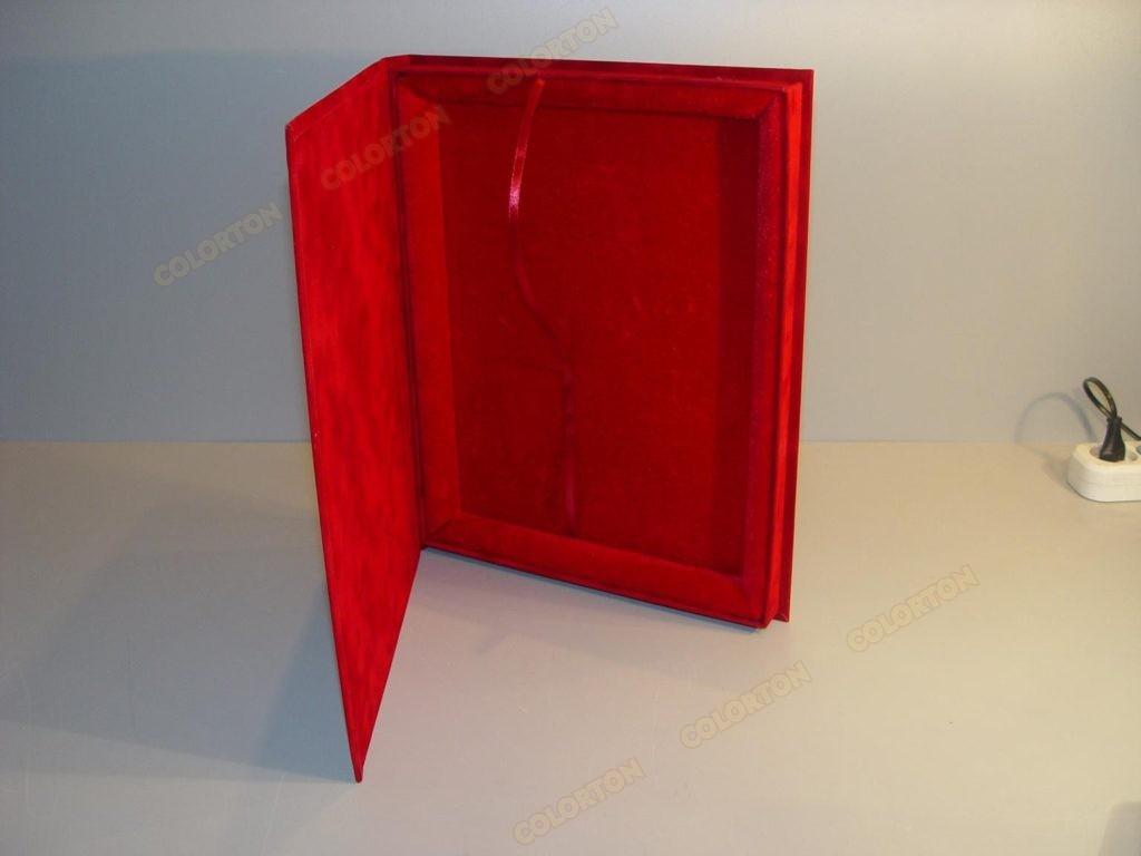 Изображение подарочной коробки 228х305мм красной открытой
