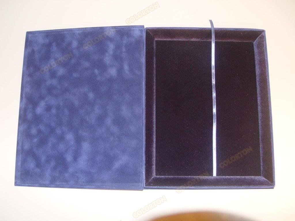 Изображение подарочной коробки 228х305мм синей открытой