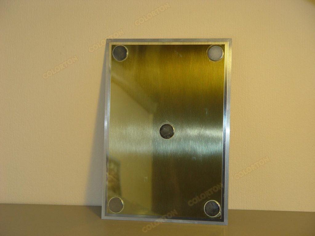 Изображение таблички с неодимовыми магнитами