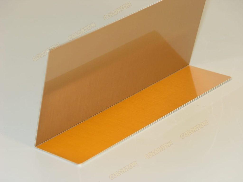 Настольная золотистая табличка из металла вид сзади