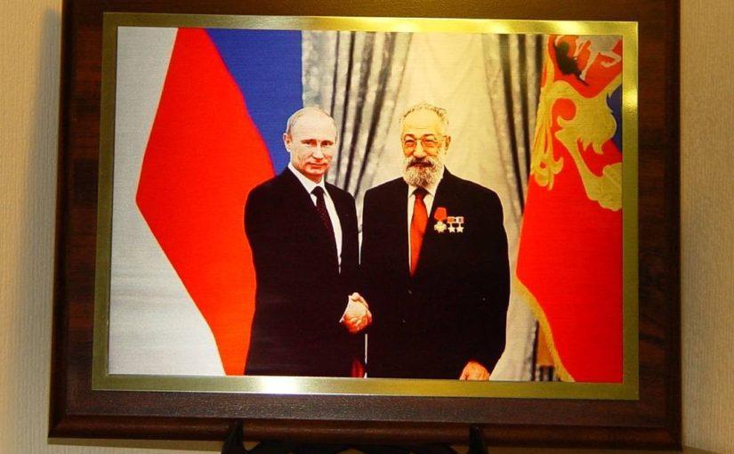 Фото президента РФ на металле