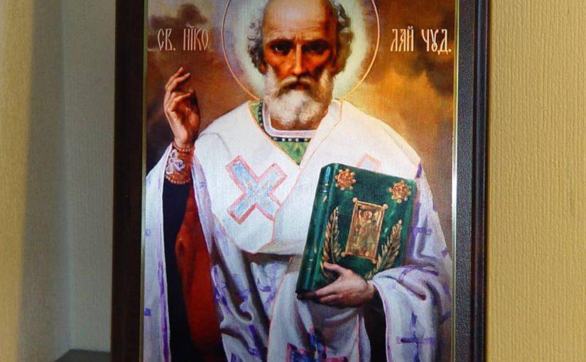 Святой Николай Чудотворец на металле на деревянной подложке