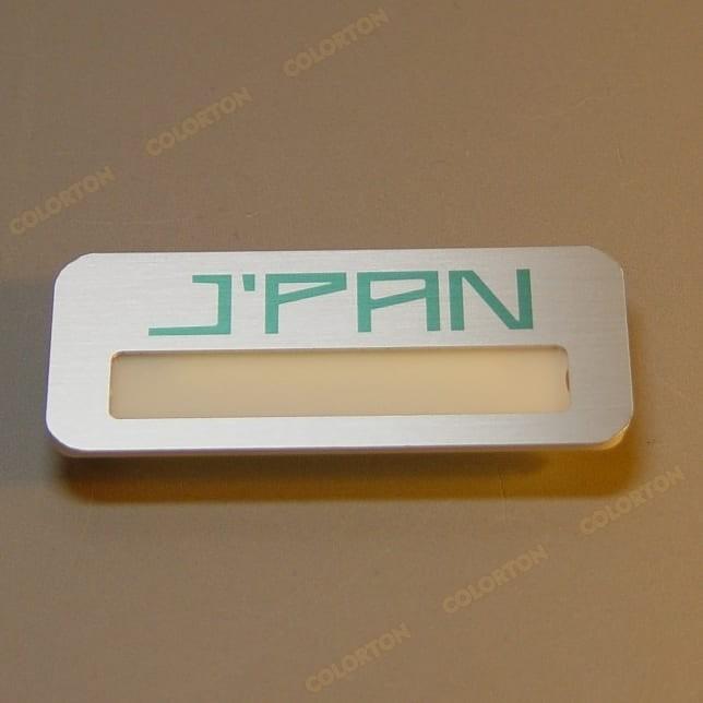 Изображение металлического бейджика с окошком Jpan